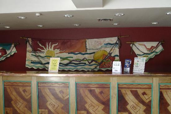 BEST WESTERN PLUS Rio Grande Inn: low ceiling lobby