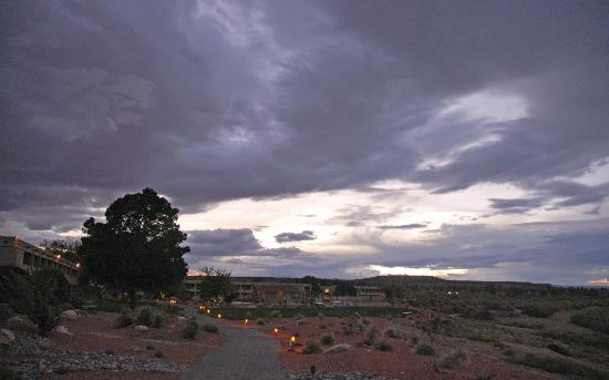 Lake Powell Resort: The grounds