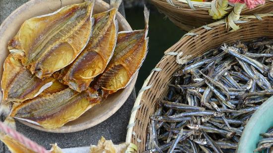 Sai Kung: Dried seafood sold along the promenade