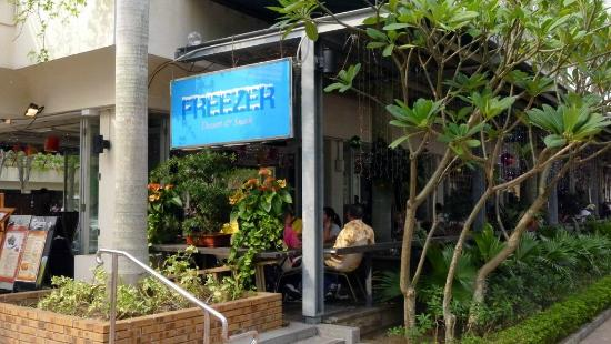 Sai Kung: Freezer - more Chinese friendly promenade bar