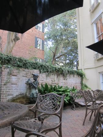 Eliza Thompson House Savannah: Courtyard