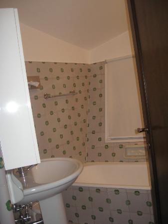Quattro Fontane Hotel: Bathroom