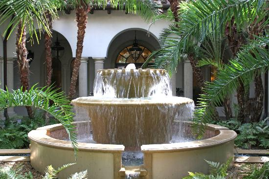 The Cloister at Sea Island: Fountain near spa and gym
