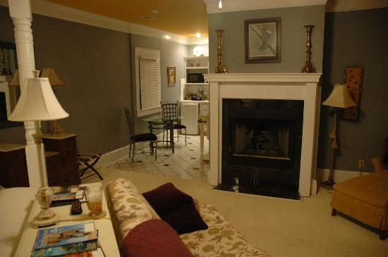 Spahn House: Suite fireplace