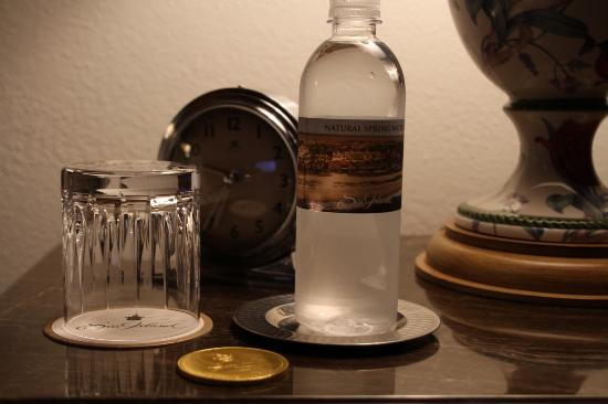 The Cloister at Sea Island: Nightly chilled water by the bedside
