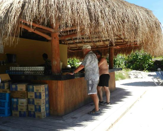 Grand Sirenis Mayan Beach Resort & Spa: beach bar