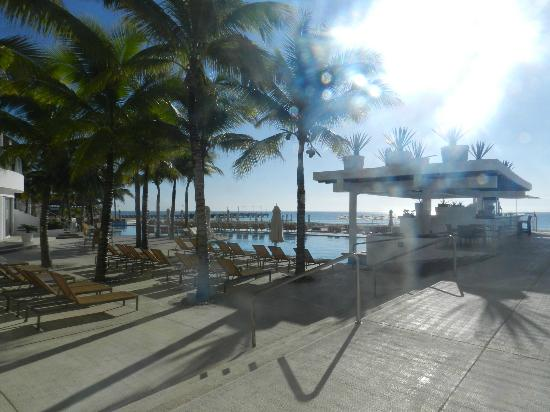 Playacar Palace: Pool area