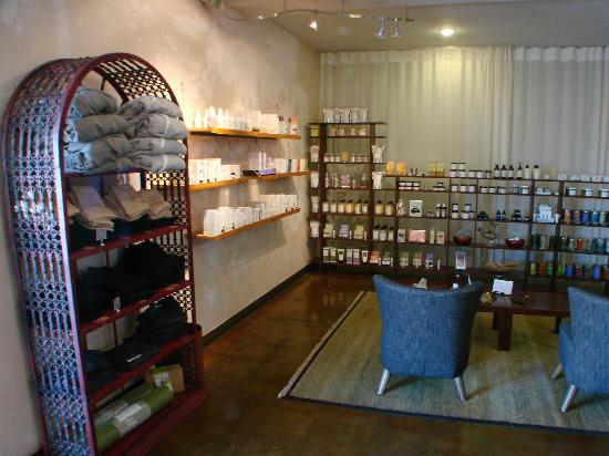 Betty's Bath and Day Spa: Betty's boutique
