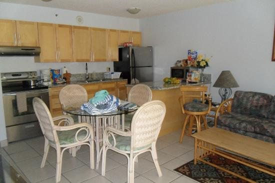 Waikiki Banyan: Condo kitchen area - great for dining