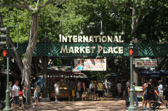 Waikiki Banyan: You have to Go visit the Marketplace !