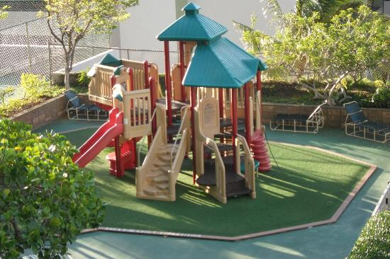 Waikiki Banyan: Hotel Playground for the kiddies