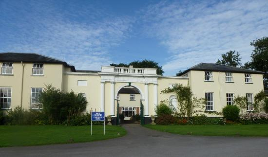 Best Western Exeter Lord Haldon Country Hotel: Entrance to the hotel