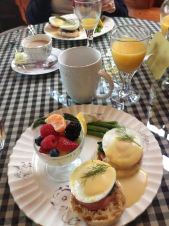Hillcrest Inn: breakfast