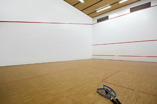 Vacation Village: Squash Court
