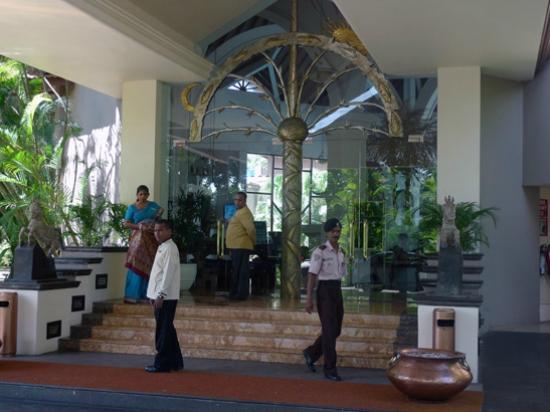 Royal Palms Beach Hotel: The entrance
