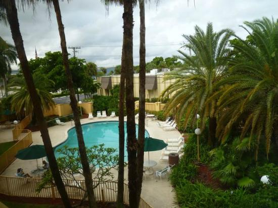 La Quinta Inn & Suites Ft Lauderdale Cypress Creek: Vue sur la piscine