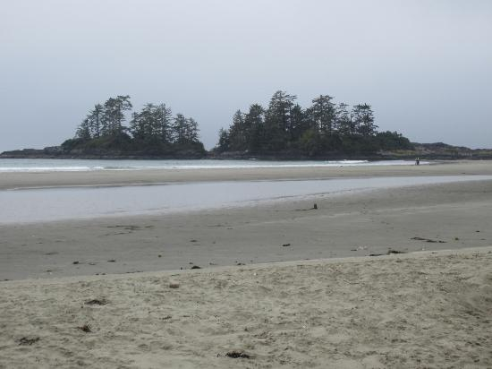 The Cabins at Terrace Beach: Tofino - famous Chesterman Beach