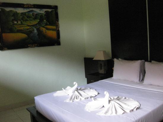 Kertiyasa Bungalow: room
