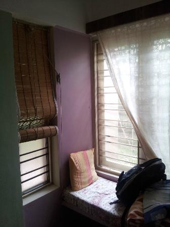 Anokhi Garden Guest House & Cafe: reading area in room