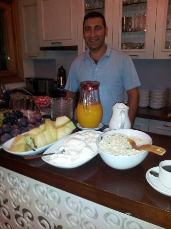 Hotel Empress Zoe: Our most wonderful host and delicious breakfast