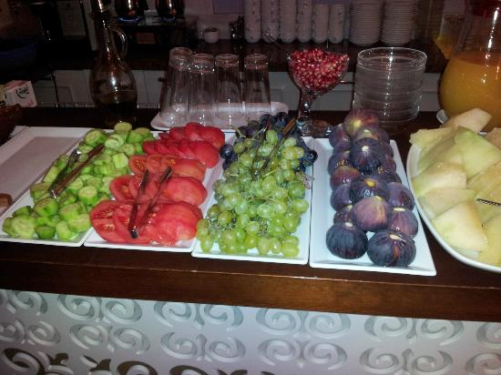 Hotel Empress Zoe: Fresh fruit and the melons......yum