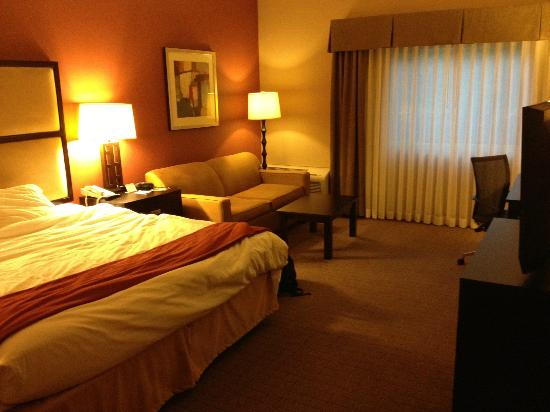 Holiday Inn Express Encinitas - Cardiff Beach Area: living area (Spacious)