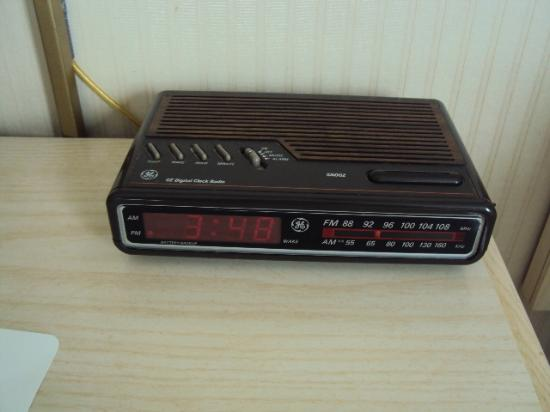 Radisson Hotel Duluth - Harborview: The clock radio that was in the room.