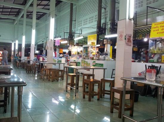 Bangkok Loft Inn: Food Court near Bangkok Inn Loft