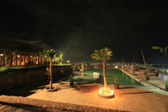 Kolam Renang Pada Tengah Malam Picture Of Alam Wisata