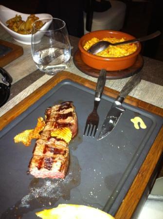 La Parrilla : Lomo steak with corn side dish