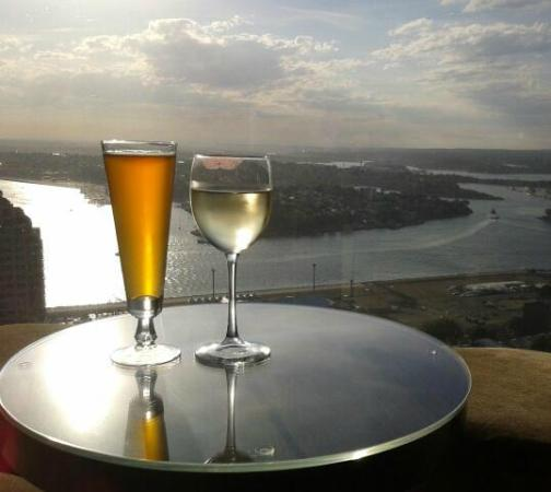 Shangri-La Hotel Sydney: This is the view from the bar, a quick elevator ride upstairs. The view takes in West of Harbou