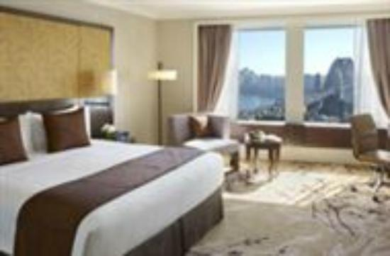 Shangri-La Hotel Sydney: This is just like our room. Didn 't take any photos of our room so borrowed this from the websi