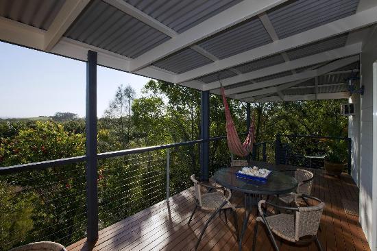 Mt. Coolum Retreat 'A Bed & Breakfast' : Breakfast deck