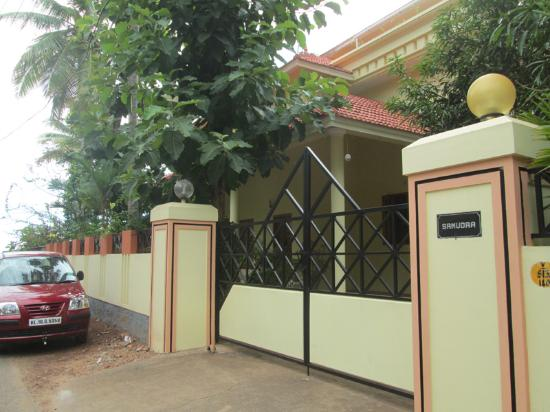 La Exotica Homestay: Gate