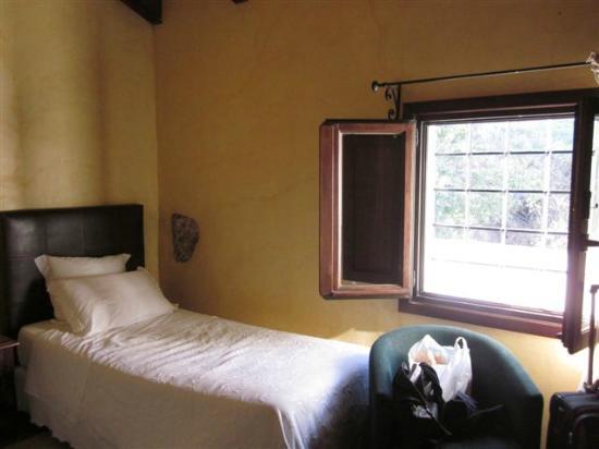 Hotel Alavera de los Banos: Beds good