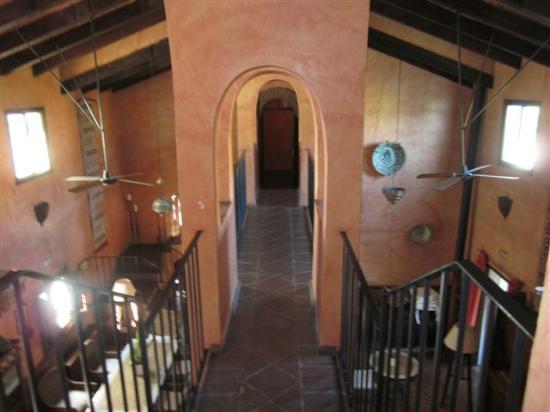 Hotel Alavera de los Banos: internal overhead walkway