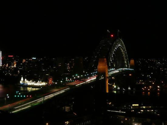 Shangri-La Hotel Sydney: Harbour bridge