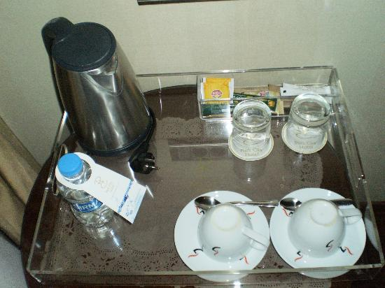 Manesol Taksim Hotel: always tea, coffe and water in the rooms