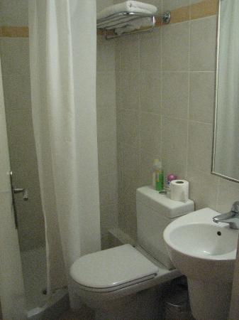 Hotel Elena: Bathroom