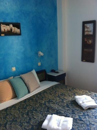 Evgenia Villas & Suites: Our blue and white room! :)