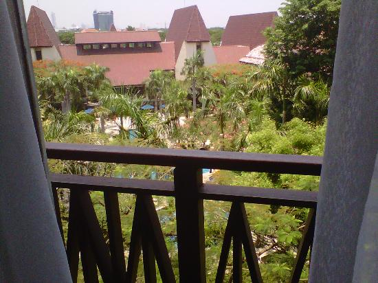Novotel Surabaya Hotel and Suites: view from our apartment room