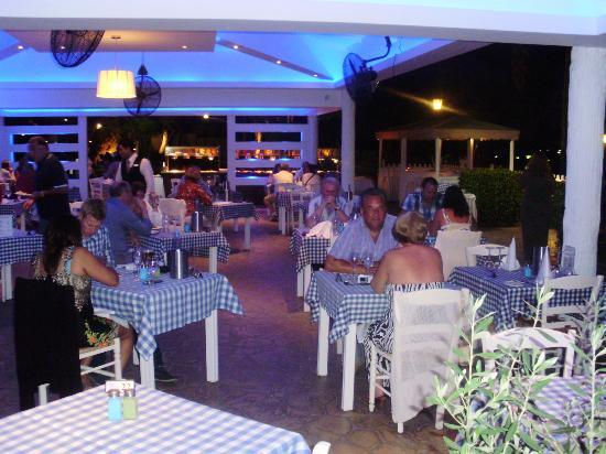 Atlantica Bay Hotel: Beach restaurant at hotel