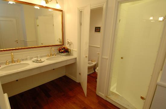 مارينيول ريليه آند شارم: Bathroom