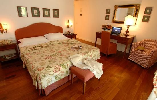 Marignolle Relais & Charme: Double Deluxe room with private patio