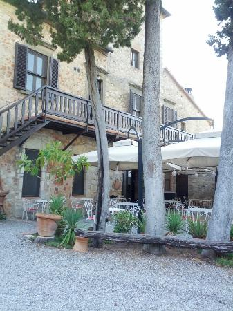 Tenuta di Ricavo: The main area, containing the restaurant, WiFi room, fireplace room and various sitting areas.