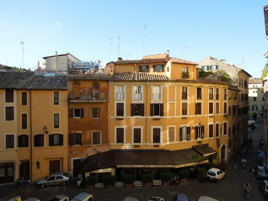 Hotel Teatro di Pompeo: The view from annex room 2