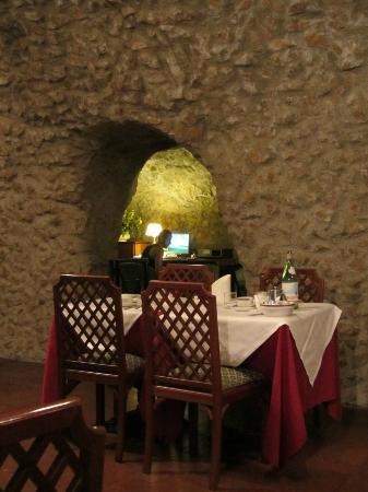 Hotel Teatro di Pompeo: Breakfast room