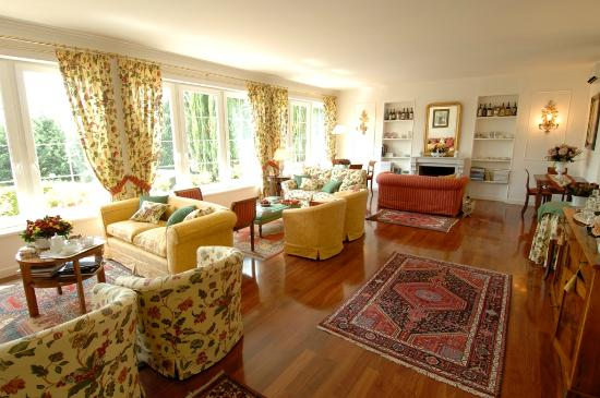 Marignolle Relais & Charme: Leaving room with fire place