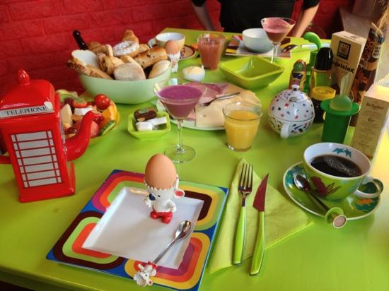Hotel LeTo : breakfast with smoothy. look at the details.