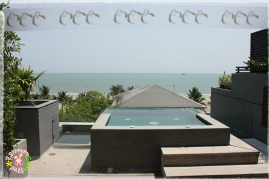 Rest Detail Hotel Hua Hin: Private jacuzzi facing the sea